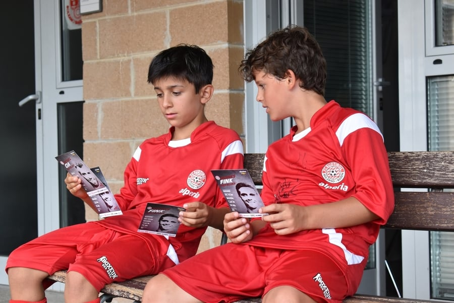 Calcio Per Bambini Bolzano : Sassari la squadra di calcio dei profughi sfida il razzismo